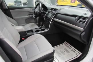 2016 Toyota Camry SE W/ BACK UP CAM Chicago, Illinois 17