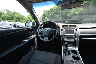 2016 Toyota Camry Hybrid LE Naugatuck, Connecticut 15