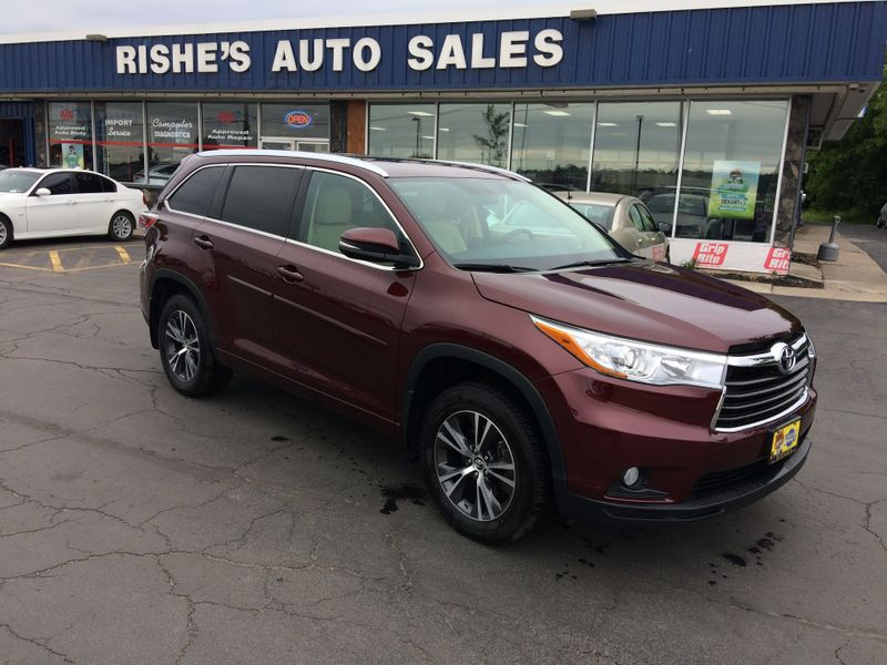 2016 Toyota Highlander AWD XLE Nav Leather 3rd row seating 7 Pass | Rishe's Import Center in Ogdensburg New York