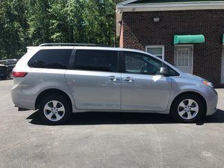 2016 Toyota Sienna LE  Handicap Wheelchair accessible van Dallas, Georgia 4