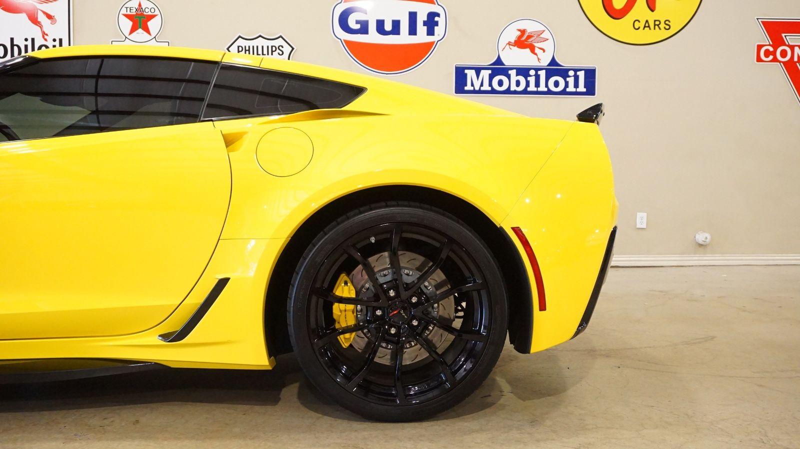 2017 Yellow Chevrolet Corvette Grand Sport 1LT | C7 Corvette Photo 6