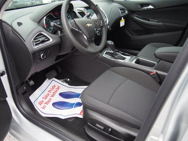 2017 Chevrolet Cruze LT Harrison, Arkansas 6