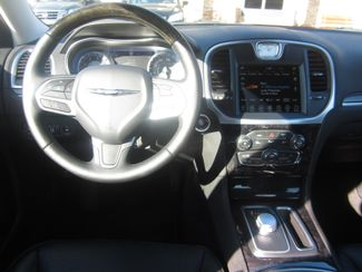 2017 Chrysler 300 300C Batesville, Mississippi 23