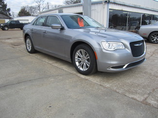 2017 Chrysler 300 Limited Houston, Mississippi 1