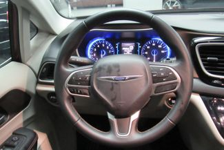 2017 Chrysler Pacifica Touring-L W/ NAVIGATION SYSTEM/BACK UP CAM Chicago, Illinois 13