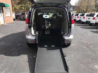2017 Chrysler Pacifica Handicap wheelchair accessible Dallas, Georgia 3
