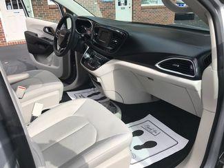 2017 Chrysler Pacifica Handicap wheelchair accessible Dallas, Georgia 24