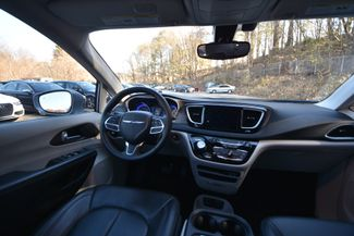 2017 Chrysler Pacifica Touring-L Naugatuck, Connecticut 14