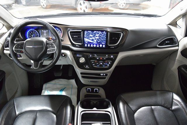 2017 Chrysler Pacifica Touring-L Richmond Hill, New York 23