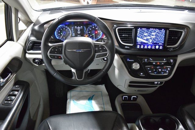 2017 Chrysler Pacifica Touring-L Richmond Hill, New York 24