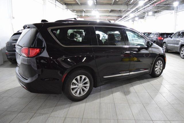 2017 Chrysler Pacifica Touring-L Richmond Hill, New York 3