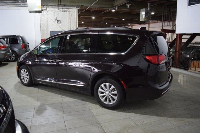 2017 Chrysler Pacifica Touring-L Richmond Hill, New York 5