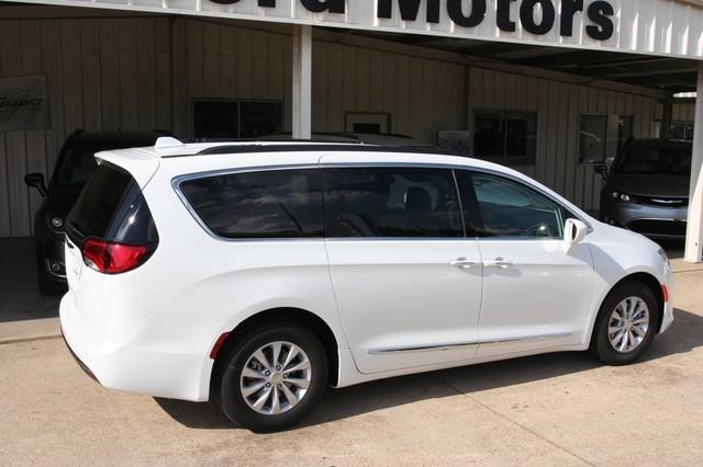 2017 Chrysler Pacifica Touring L Vernon Alabama 35592