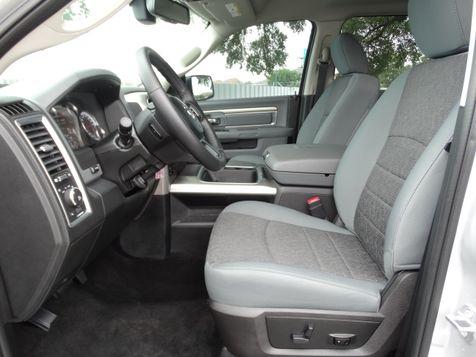 2017 Dodge Ram 1500 Crew Cab Lone Star 5.7L V8 4X4 | American Auto Brokers San Antonio, TX in San Antonio, Texas