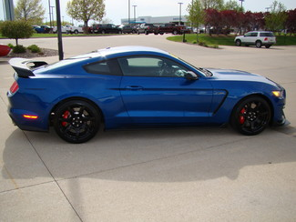 2017 Ford Mustang Shelby GT350 Bettendorf, Iowa 7
