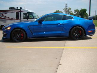 2017 Ford Mustang Shelby GT350 Bettendorf, Iowa 3