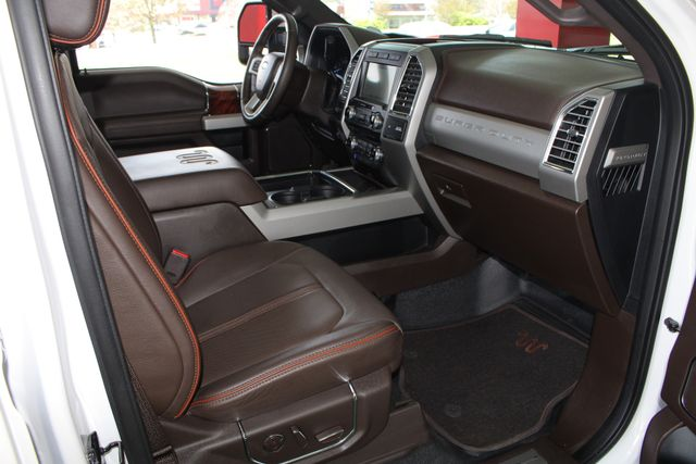 2017 Ford Super Duty F-350 DRW Pickup King Ranch Ultimate Crew Cab 4x4 FX4 - TOW TECH! Mooresville , NC 37