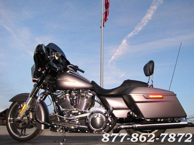 2017 Harley-Davidson STREET GLIDE SPECIAL FLHXS STREET GLIDE SPECIAL McHenry, Illinois 1
