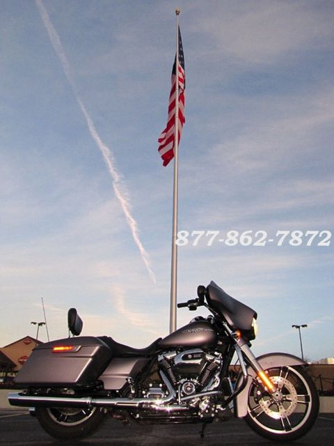 2017 Harley-Davidson STREET GLIDE SPECIAL FLHXS STREET GLIDE SPECIAL McHenry, Illinois 37