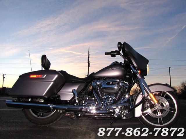 2017 Harley-Davidson STREET GLIDE SPECIAL FLHXS STREET GLIDE SPECIAL McHenry, Illinois 51