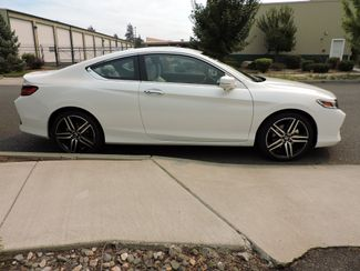 2017 Honda Accord Touring 1,128 Miles! Like New! Bend, Oregon 3