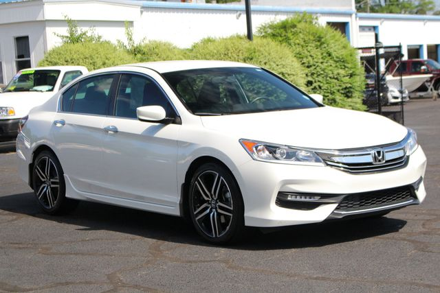 2017 Honda Accord Sport SE FWD - HEATED LEATHER! Mooresville , NC 19