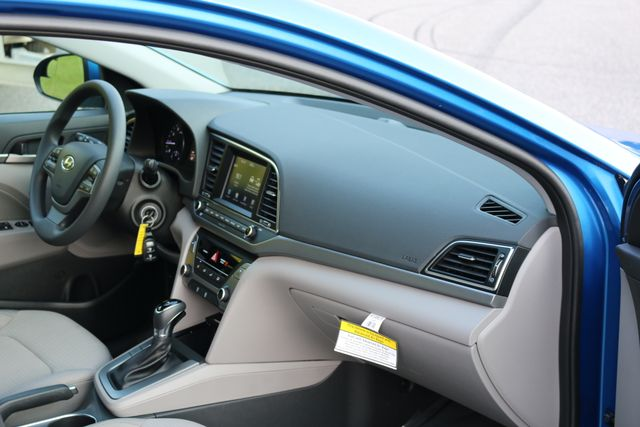 2017 Hyundai Elantra SE Mooresville, North Carolina 18
