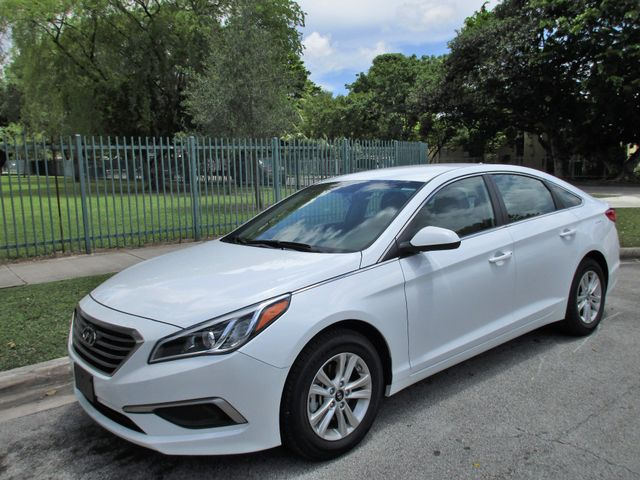 2017 Hyundai Sonata SE Come and visit us at oceanautosalescom for our expanded inventoryThis off