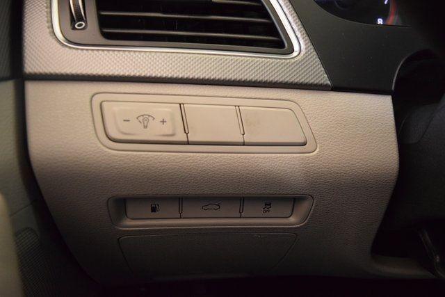 2017 Hyundai Sonata 2.4L Richmond Hill, New York 28