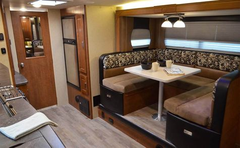 2295 Lance 2017 Travel Trailer 22'6