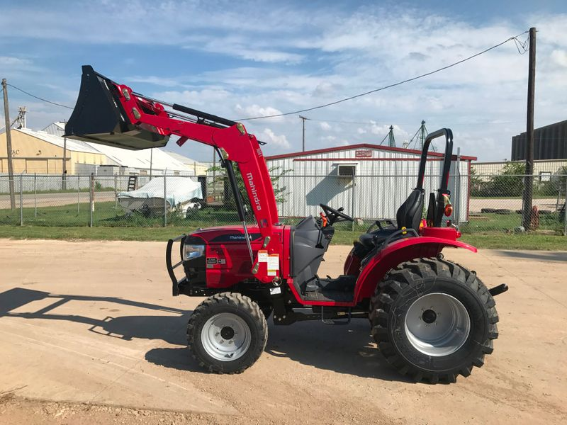 2017 Mahindra 1526 SHUTTLE WIND TIRES   city TX  North Texas Equipment  in Fort Worth, TX