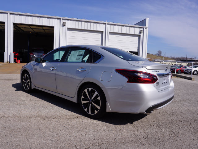 2017 Nissan Altima 2.5 SR Harrison, Arkansas 1