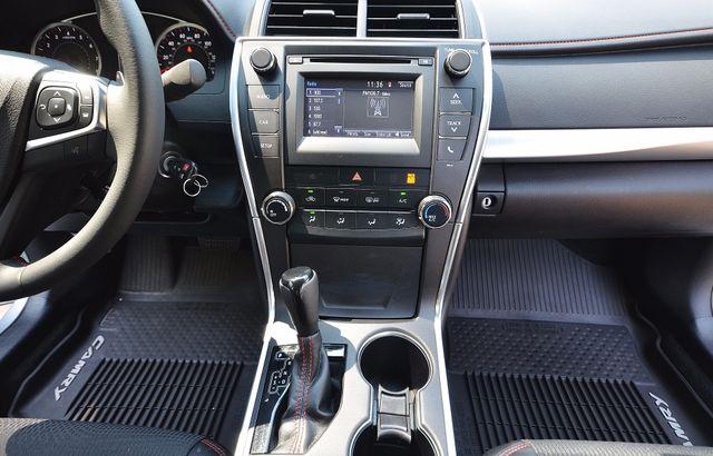 2017 Toyota Camry SE Reseda, CA 32