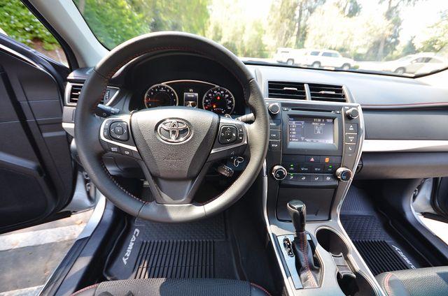 2017 Toyota Camry SE Reseda, CA 3
