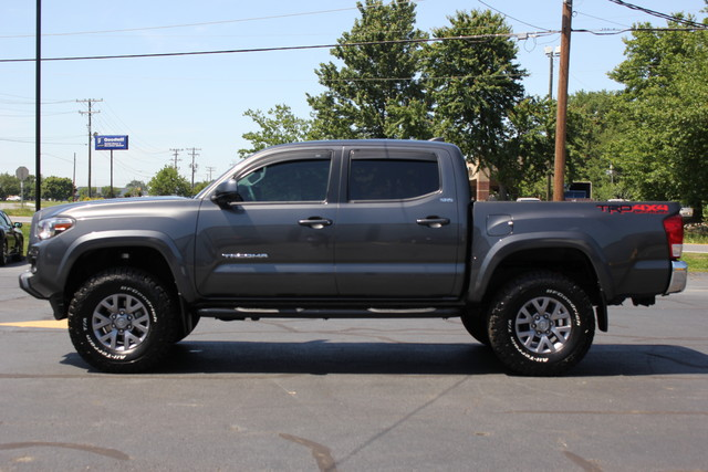 2017 Toyota Tacoma TRD Off Road Mooresville , NC 3