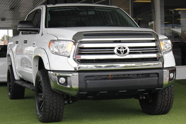 2017 Toyota Tundra SR5 CrewMax 4x4 - LIFTED! Mooresville , NC 26