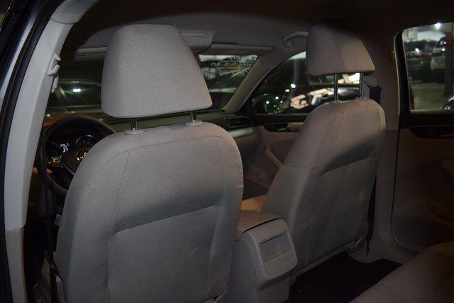 2017 Volkswagen Passat 1.8T S Richmond Hill, New York 26