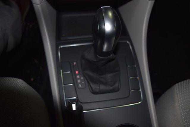 2017 Volkswagen Passat 1.8T S Richmond Hill, New York 39