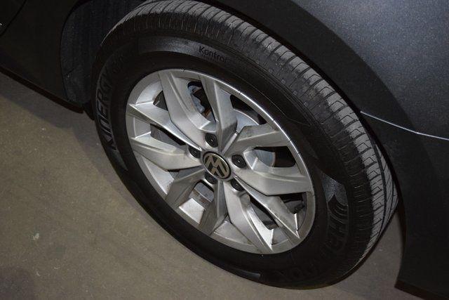 2017 Volkswagen Passat 1.8T S Richmond Hill, New York 9