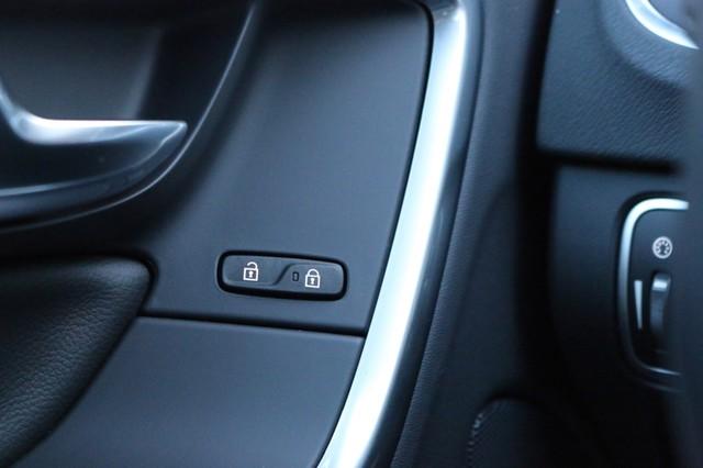 2017 Volvo V60 Cross Country T5 Mooresville, North Carolina 34