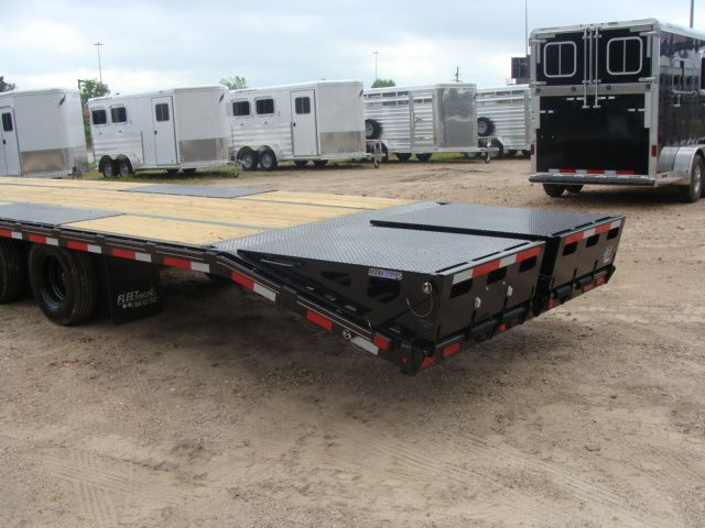"2018 Diamond C FMAX 212 40' X 102"" CONROE, TX 17"