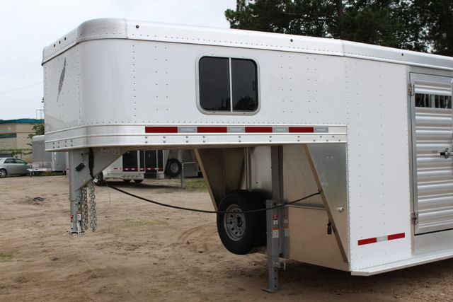 2018 Featherlite 8413 - 24' 5H Five Horse Slant with Dressing Room CONROE, TX 3