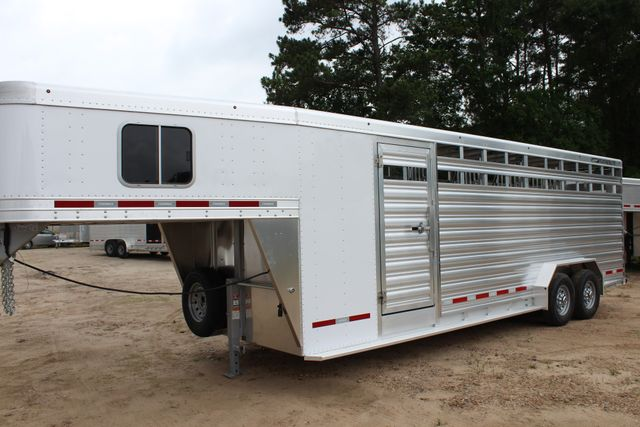 2018 Featherlite 8413 - 24' 5H Five Horse Slant with Dressing Room CONROE, TX 4