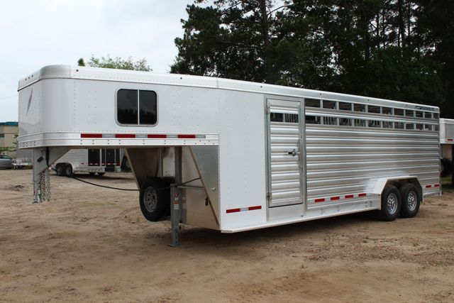2018 Featherlite 8413 - 24' 5H Five Horse Slant with Dressing Room CONROE, TX 5