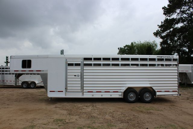 2018 Featherlite 8413 - 24' 5H Five Horse Slant with Dressing Room CONROE, TX 6