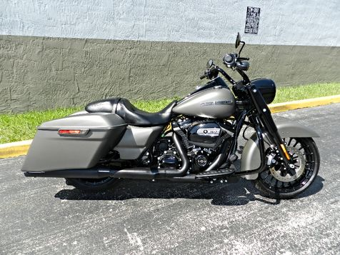 2018 Harley-Davidson Road King Special FLHRXS + Stage 1 Vance & Hines SAME AS NEW! in Hollywood, Florida