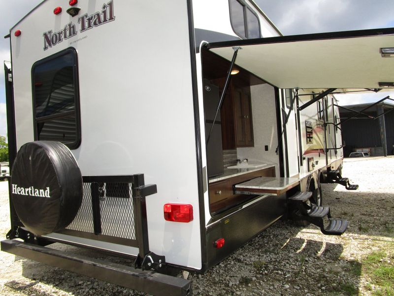 2018 Heartland NORTH TRAIL 33BUDS CALIBER EDITION BATH AND A HALF W BUNKS  in Charleston, SC