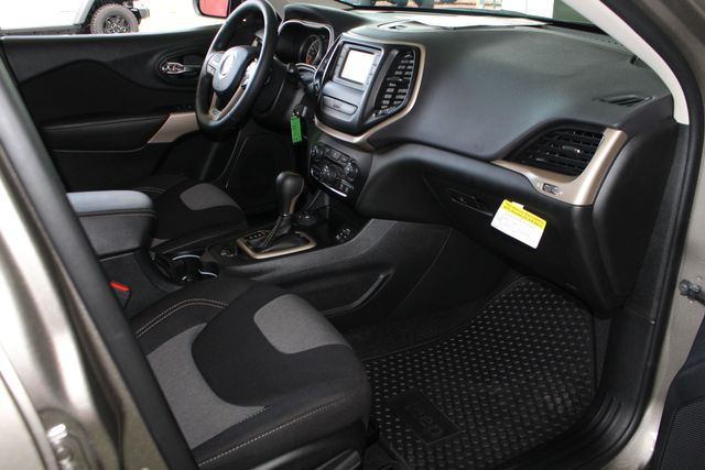2018 Jeep Cherokee Latitude 4x4 - COLD WEATHER GROUP! Mooresville , NC 33