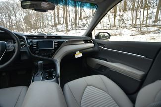 2018 Toyota Camry SE Naugatuck, Connecticut 17
