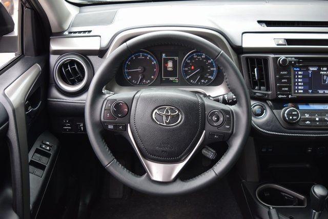 2018 Toyota RAV4 Richmond Hill, New York 16